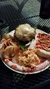 La carne con la que confeccionan sus hamburguesas es de vacas de pastoreo. / Foto por: Wilfredo J. Burgos Matos