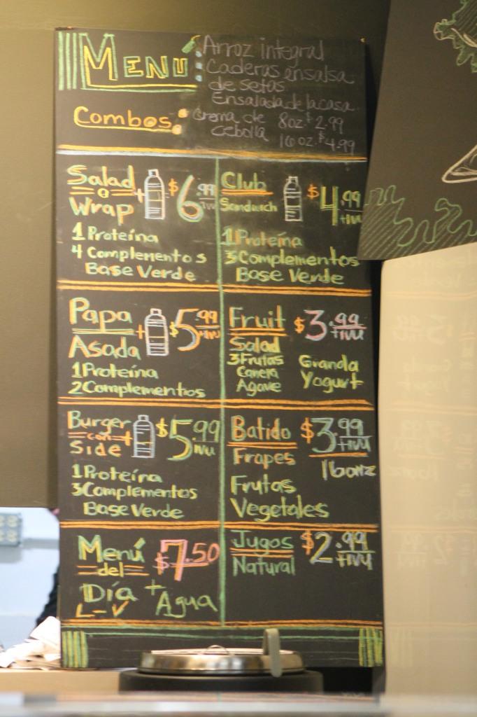 Gran parte de la oferta disponible en Pitaza, puede ser moldeada por el comensal. / Foto por: Wilfredo J. Burgos Matos