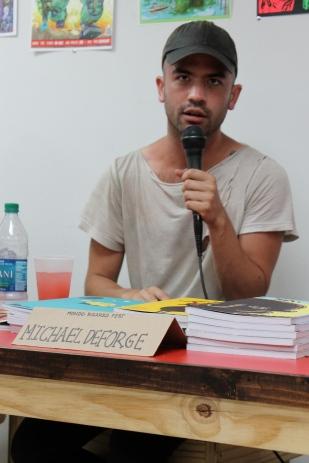 Michael Deforge se presentó en conversatorio.