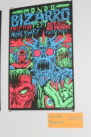 Este afiche fue creado por SKINNER para la conmemoración del primer aniversario de Mondo Bizarro.